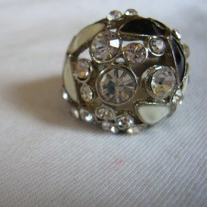 GUESS brand cocktail ring. women size 7.
